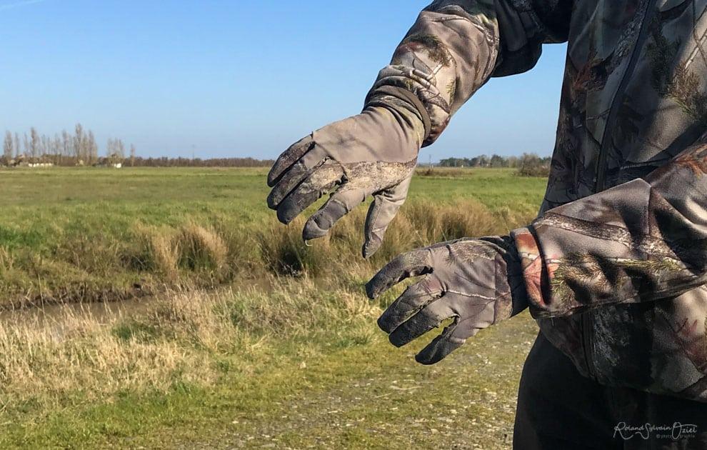 Gant camouflage des mains photo animalière